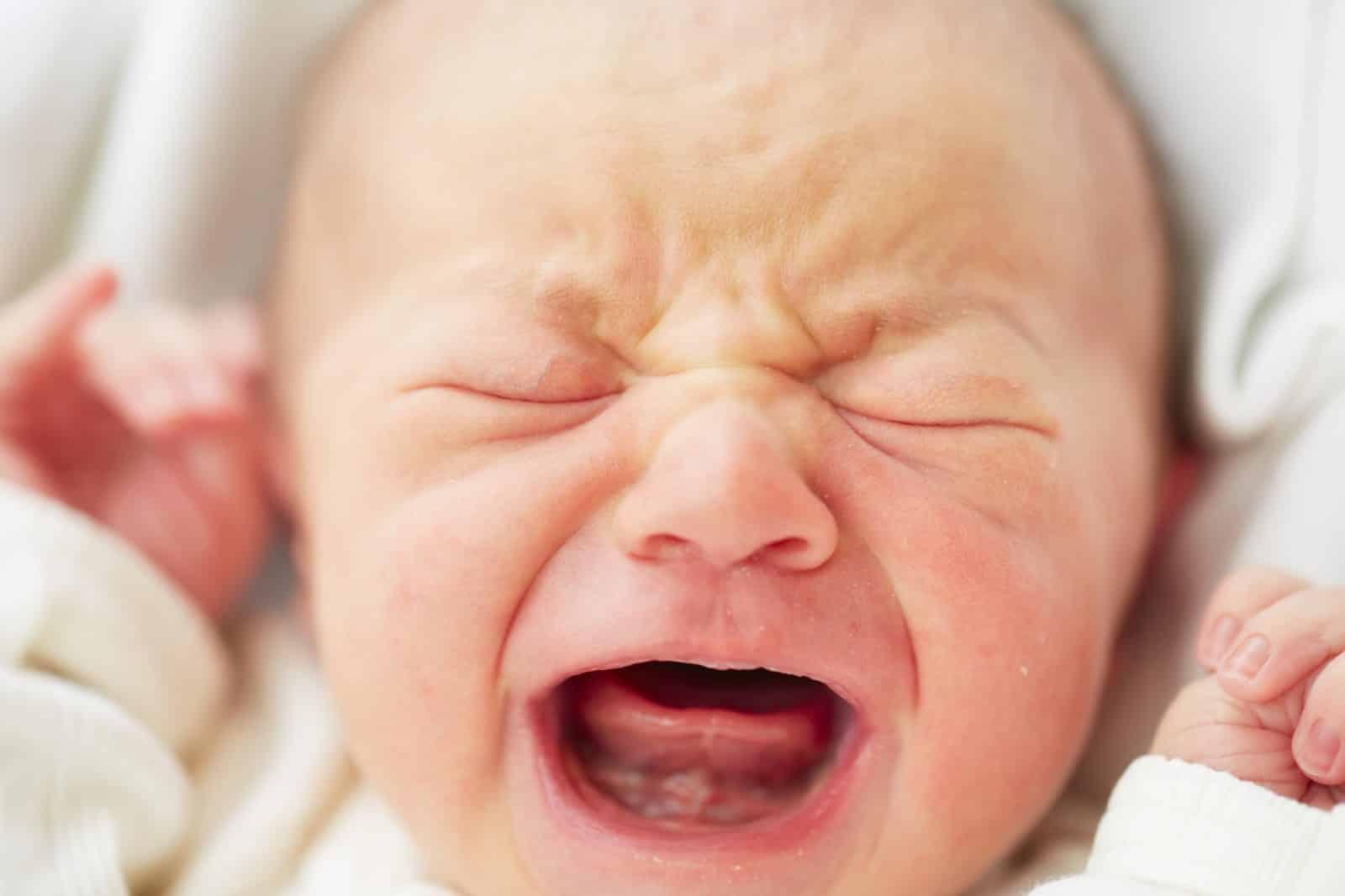 Trauma en de relatie tot laten huilen (slaaptraining)